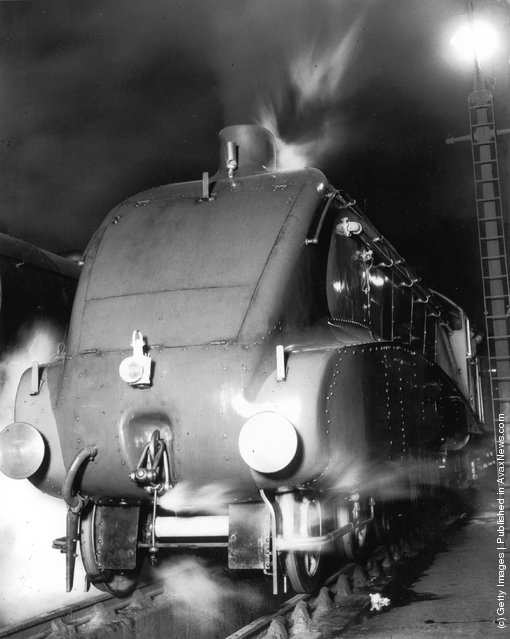 Silver Link, the new LNER streamlined engine, at King's Cross Station in London, September 1935