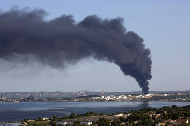 Smoke billows into the sky from one of two fires that started overnight on a petrochemical facility owned by American firm LyondellBasell at the refineries around the Etang de Berre, near Marseille, southern France, France, July 14, 2015. Marseille firemen were still trying to extinguish one of two fires that started overnight on a petrochemical facility owned by American firm LyondellBasell and located near the airport of France's second largest city, a Reuters witness reported on Tuesday. (Photo by Philippe Laurenson/Reuters)