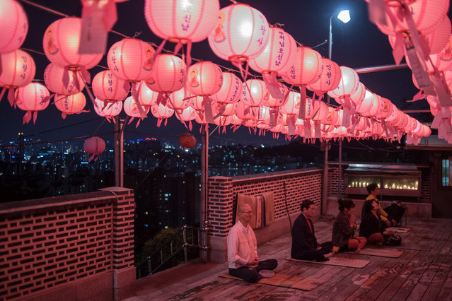 Worshippers offer prayers marking the birthday of Buddha at a shrine on a hilltop overlooking Seoul on May 3, 2017. (Photo by Ed Jones/AFP Photo)