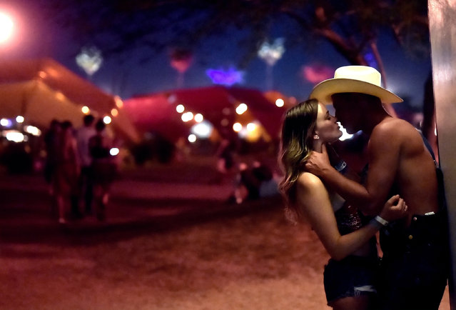 Festivalgoers share a moment during day 2 of 2017 Stagecoach California's Country Music Festival at the Empire Polo Club on April 29, 2017 in Indio, California. (Photo by Emma McIntyre/Getty Images)