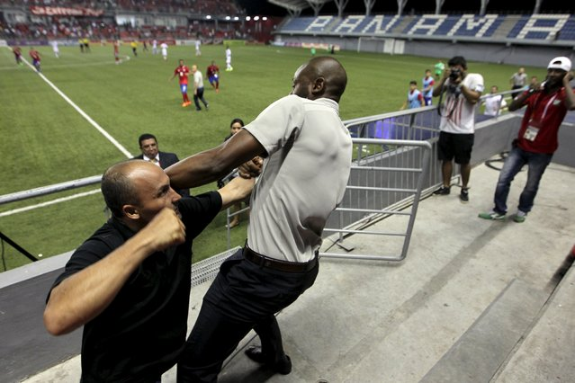 Costa Rica coach Paulo Wanchope (R) is pictured fighting with a security guard during the Olympic qualifying match between Costa Rica amd Panama at the Maracana stadium in Panama City August 11, 2015. Wanchope resigned on Wednesday after being involved in a brawl with a security guard at the end of an Olympic qualifying match against Panama. (Photo by Roberto Cisneros/Reuters/La Prensa Panama)