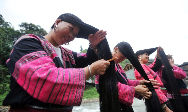 Several women comb their hair at the Huangluo Village of the Yao ethnic group in Guilin, south China's Guangxi Zhuang Autonomous Region, July 15, 2012. (Photo by Lu Boan/Xinhua)