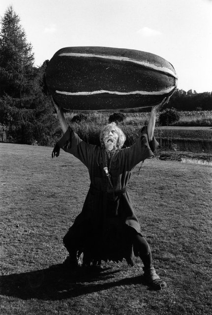 """English actor Geoffrey Bayldon, playing Catweazle, the starring role in the children's television series """"Catweazle Returns"""", 9th October 1970. In one episode his tonic becomes mixed up with a fertilizer, resulting in a pair of ever-growing marrows. (Photo by Paul Fievez/BIPs)"""