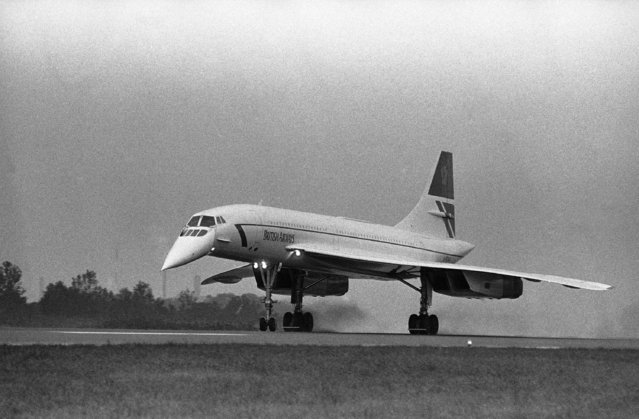 A British Airways Concorde lands at Philadelphia International Airport, October 3, 1985 the first scheduled visit in the city for the plane, which can travel at twice the speed of sound. The arrival was part of a charter arrangement with Cunard Line Ltd., in which passengers fly from Philadelphia to London and return to the U.S. aboard the Queen Elizabeth 2 passenger liner. (Photo by George Widman/AP Photo)