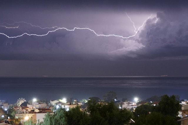 A lightning strikes over the sea off the shore of Artemida, Greece, November 26, 2019. (Photo by Vassilis Triandafyllou/Reuters)