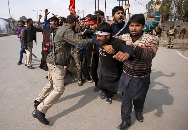 Kashmiri Shi'ite Muslim mourners shout slogans as they are stopped by Indian police during a Muharram procession ahead of Ashura in Srinagar October 22, 2015. (Photo by Danish Ismail/Reuters)