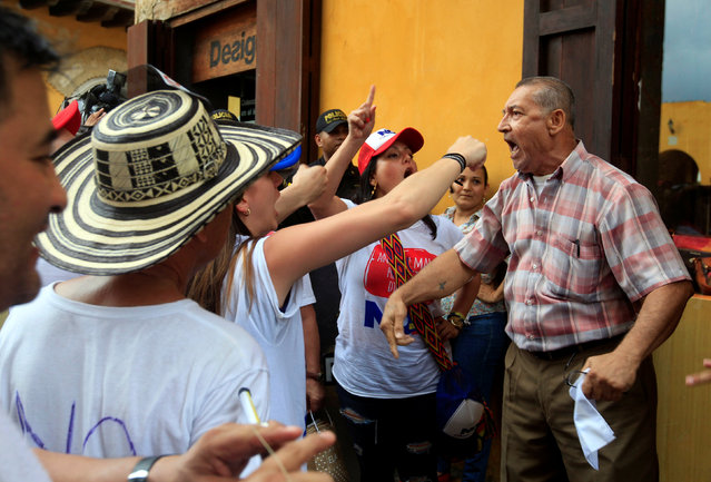 People argue against and for the October 2 plebiscite as Colombia's center-right government and the Marxist FARC rebel group sign a peace deal on Monday to end a half-century war, in Cartagena, Colombia, September 26, 2016. (Photo by Jaime Saldarriaga/Reuters)