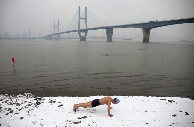 A winter swimmer does push-ups on the snow-covered banks of the Yangtze River, in Wuhan, Hubei province January 29, 2015. (Photo by Reuters/Stringer)