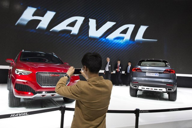 Attendees take a look at the latest cars from Chinese automaker Haval at the Shanghai Auto Show in Shanghai, Monday, April 20, 2015. (Photo by Ng Han Guan/AP Photo)