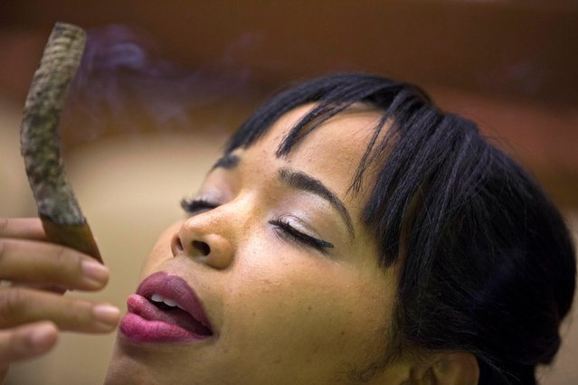 Cigar sommelier Daylin Lopez, 30, smokes as she competes for the longest ash during the XVII Habanos Festival in Havana, February 26, 2015. Cuban cigar-maker Habanos S.A. envisions gaining 25 percent to 30 percent of the U.S. premium cigar market if the United States lifts its trade embargo on Cuba, potentially selling 70 million to 90 million cigars per year, the company said on Monday. The prospect of the United States lifting is 53-year-old embargo improved after the United States and Cuba announced on December 17 their intention to restore diplomatic relations. (Photo by Alexandre Meneghini/Reuters)