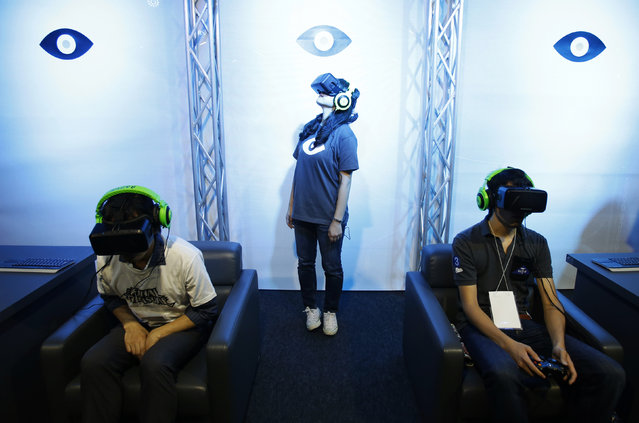 People try out Oculus VR's headset Oculus rift development kit 2 at its booth in Tokyo Game Show 2014 in Makuhari, east of Tokyo September 18, 2014. (Photo by Yuya Shino/Reuters)