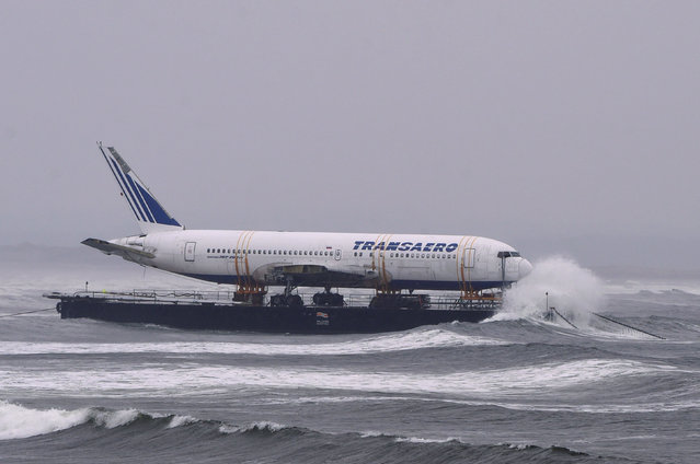 Bad weather surrounds a Boeing 767 airplane as it is prepared to be pulled ashore Enniscrone beach after it was tugged from Shannon airport out to sea around the west coast of Ireland, May 7, 2016. It is destined for local funeral director David McGowan's proposed Glamping Village to be used as accommodation in Sligo, Ireland. (Photo by Clodagh Kilcoyne/Reuters)