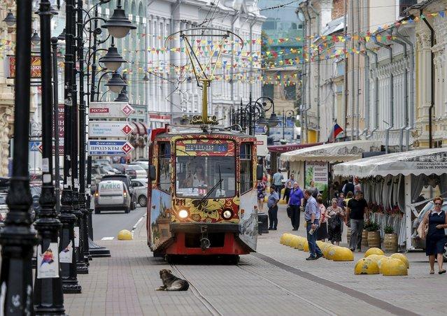 A tram moves along Rozdestvenskay street in the town of Nizhny Novgorod, Russia, July 10, 2015. (Photo by Maxim Shemetov/Reuters)