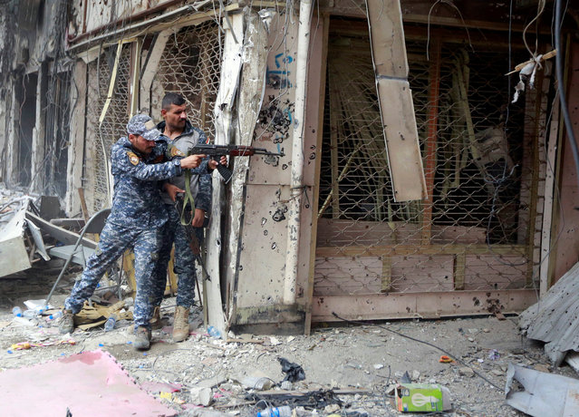 A member of the Iraqi Federal Police opens fire against Islamic State militants in the Old City of Mosul, Iraq July 7, 2017. (Photo by Ahmed Saad/Reuters)