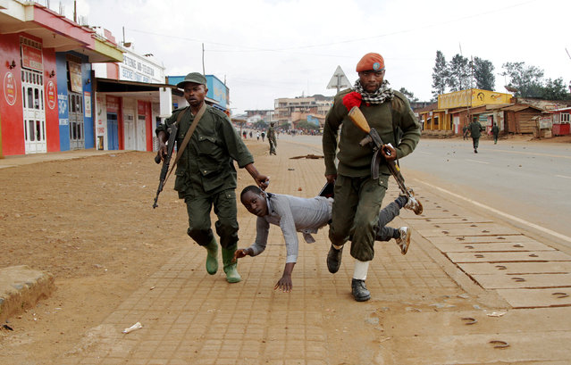 Congolese soldiers arrest a civilian protesting against the government's failure to stop the killings and inter-ethnic tensions in the town of Butembo, in North Kivu province, Democratic Republic of Congo August 24, 2016. (Photo by Kenny Katombe/Reuters)