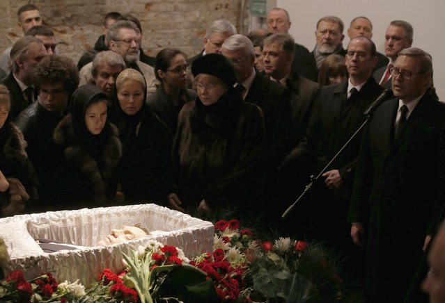 Mourners surround a coffin as they attend a memorial service before the funeral of Russian leading opposition figure Boris Nemtsov in Moscow, March 3, 2015. Several hundred Russians, many carrying red carnations, queued on Tuesday to pay their respects to Boris Nemtsov, the Kremlin critic whose murder last week showed the hazards of speaking out against Russian President Vladimir Putin. REUTERS/Maxim Zmeyev