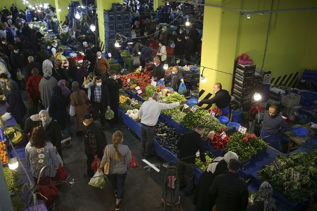 People shop at the local market in Istanbul, Thursday, April 29, 2021, a few hours before the start of the latest lockdown to help protect from the spread of the coronavirus. (Photo by Emrah Gurel/AP Photo)