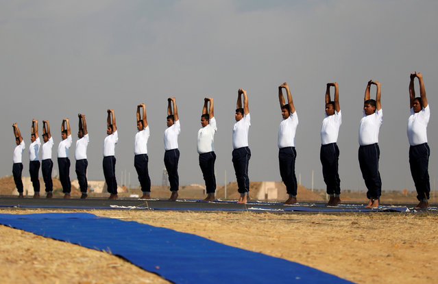 """Indian Air Force soldiers perform yoga during a """"Know your Forces"""" campaign at Bhuj air base in the western state of Gujarat, India, January 25, 2017. (Photo by Amit Dave/Reuters)"""