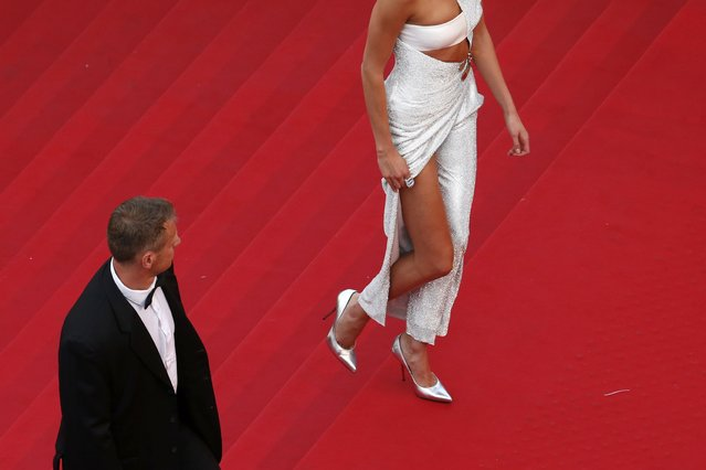 "Model Karlie Kloss walks on the red carpet as she arrives for the opening ceremony and the screening of the film ""La tete haute"" out of competition during the 68th Cannes Film Festival in Cannes, southern France, May 13, 2015. (Photo by Benoit Tessier/Reuters)"