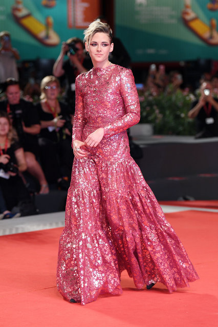 "Kristen Stewart walks the red carpet ahead of the ""Seberg"" screening during the 76th Venice Film Festival at Sala Grande on August 30, 2019 in Venice, Italy. (Photo by Daniele Venturelli/Daniele Venturelli/WireImage)"