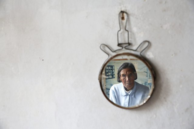 """Chinese former """"comfort woman"""" Ren Lane is seen in a small mirror at her house in Gucheng Town, Shanxi Province, China, July 17, 2015. (Photo by Kim Kyung-Hoon/Reuters)"""