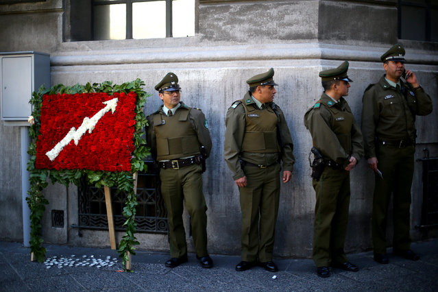 Members of the police stand guard after the Justice Ministry building was occupied during a protest against possible freedom benefits on dictatorship-era inmates charged with human rights crimes in Santiago, Chile, September 4, 2017. (Photo by Ivan Alvarado/Reuters)