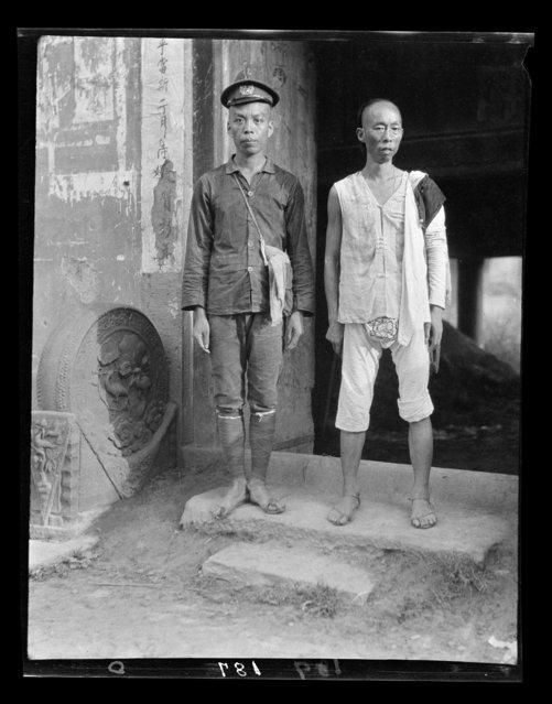 Escort. China, Zhaozhen (Sichuan Sheng), 1917-1919. (Photo by Sidney David Gamble)