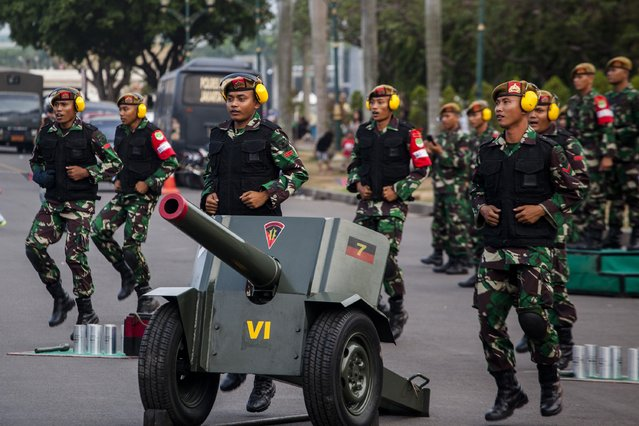 The Indonesian army rehearse around the National Monument as they prepare for the inaguration of Indonesia President Joko Widodo on October 19, 2014 in Jakarta, Indonesia. Joko Widodo will be inaugurated as Indonesia's seventh president, Widodo was declared the winner of the presidential election with 53 percent of the vote over his rival Prabowo Subianto. About 24.000 soldiers and policemen have been deployed to secure the inauguration ceremony. (Photo by Oscar Siagian/Getty Images)
