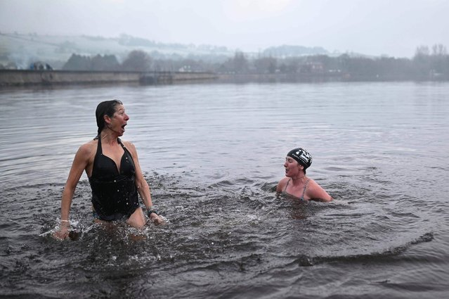 Individuals brave the freezing temparature in Combs reservoir as they take part in a cold water therapy treatment near Chapel en le Frith, northwest England on January 1, 2021. (Photo by Oli Scarff/AFP Photo)