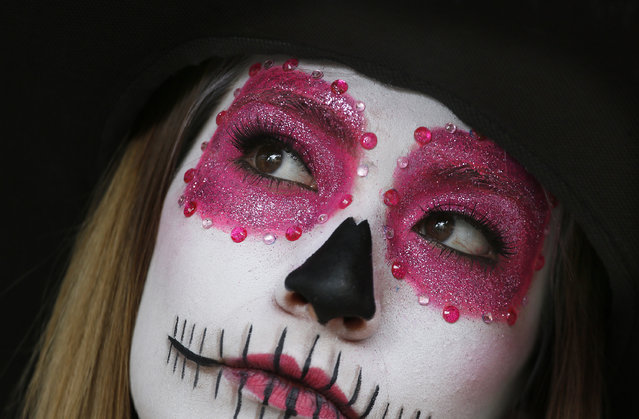 A woman made up as a skull participates in Day of the Dead festivities in Mexico City, Thursday, October 27, 2016. (Photo by Marco Ugarte/AP Photo)