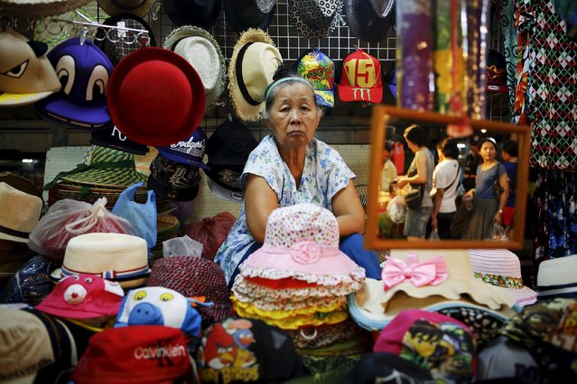 Souvenirs are offered to tourists visiting the Amphawa floating market at Samut Songkhram province in this March 16, 2013 file photo. (Photo by Damir Sagolj/Reuters)