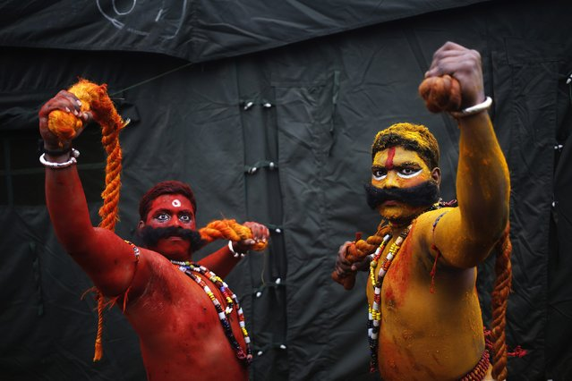 Artists from the southern Indian state of Telangana, perform during a media preview for the Republic Day parade in New Delhi January 22, 2015. India will celebrate its annual Republic Day on January 26. (Photo by Anindito Mukherjee/Reuters)