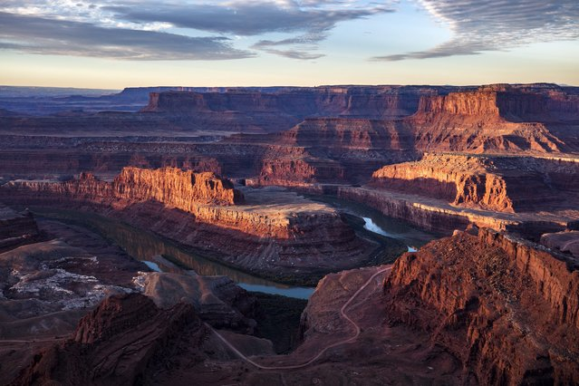 The Colorado River winds around the northern reaches of the proposed Bear Ears National Monument (center), with Canyonlands National Park in the background, viewed from Dead Horse Point State Park near Moab, Utah, USA, 12 November 2016. (Photo by Jim Lo Scalzo/EPA)