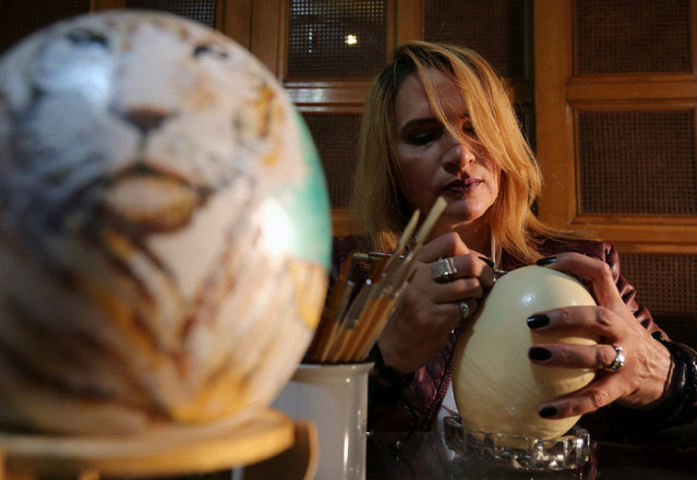 A businesswoman Maha Shalaby paints ostrich eggs in Cairo, Egypt November 27, 2016. Picture taken November 27, 2016. (Photo by Mohamed Abd El Ghany/Reuters)