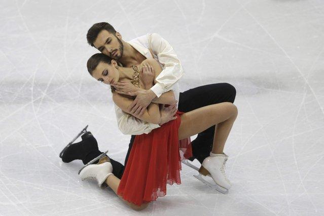 Gabriella Papadakis and Guillaume Cizeron of France perform during the ice dance short dance program at the ISU European Figure Skating Championship in Bratislava, Slovakia, January 28, 2016. (Photo by David W. Cerny/Reuters)