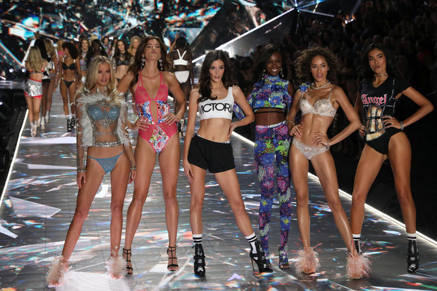Models appear together on he runway at the conclusion of the 2018 Victoria's Secret Fashion Show in New York City, New York, U.S., November 8, 2018. (Photo by Mike Segar/Reuters)