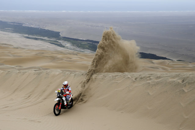 Laia Sanz of Spain rides her KTM motorbike during stage six of the Dakar Rally between Arequipa and San Juan de Marcona, Peru, Sunday, January 13, 2019. (Photo by Ricardo Mazalan/AP Photo)