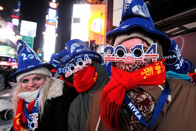 Revelers gather hours ahead of midnight in New York's frigid Times Square during New Year's Eve 2013 With Carson Daly  in Times Square on December 31, 2013 in New York City. (Photo by Brad Barket/Getty Images)