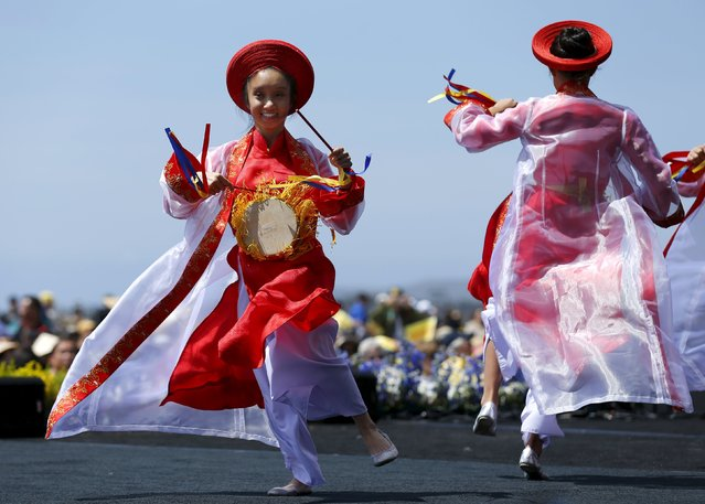 Performers do a traditional Vietnamese dance as the USS Midway hosts a day-long ceremony commemorating the 40th Anniversary of Operation Frequent Wind and the fall of Saigon in San Diego, California, United States April 26, 2015. (Photo by Mike Blake/Reuters)