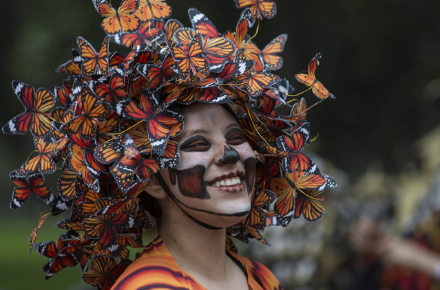 In this October 27, 2018 photo, a performer participates in the Day of the Dead parade on Reforma avenue in Mexico City. (Photo by Christian Palma/AP Photo)