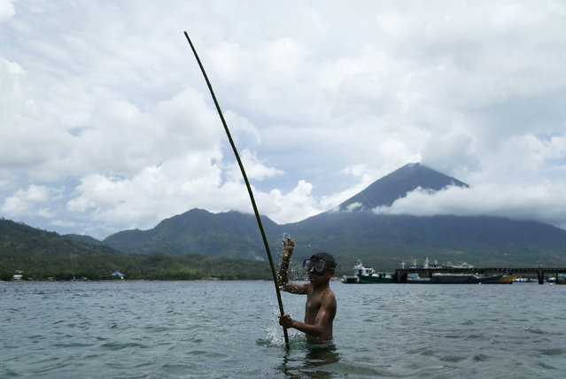 A child holds his fishing rod at the beach of Maitara island in Tidore, North Maluku province, Indonesia, March 11, 2016. (Photo by Reuters/Beawiharta)