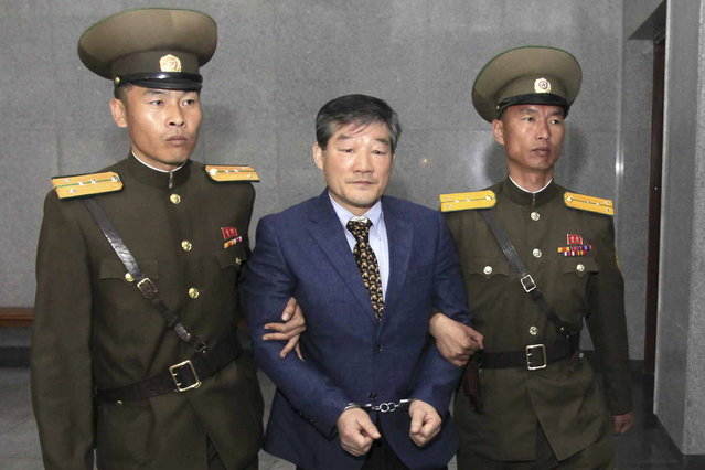 Kim Dong Chul, center, a U.S. citizen detained in North Korea, is escorted to his trial Friday, April 29, 2016, in Pyongyang, North Korea. A North Korean court has sentenced an ethnic Korean U.S. citizen to 10 years in prison for what it called acts of espionage. (Photo by Kim Kwang Hyon/AP Photo)