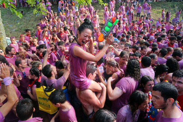 Covered in wine revellers enjoy during the Batalla del Vino (Battle of Wine) in Haro, on June 29, 2015. (Photo by Cesar Manso/AFP Photo)