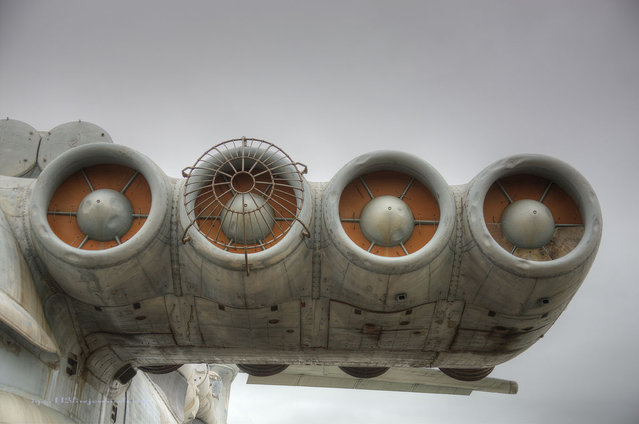 Eight turbofans producing 28,600 pounds of thrust apiece are mounted at the nose of the vehicle. (Igor113)