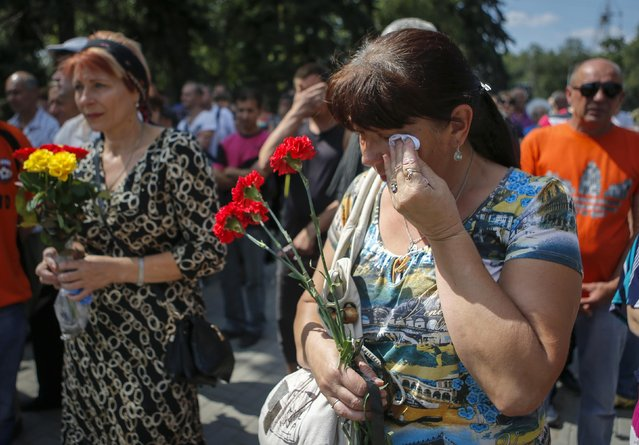 A woman cries during a memorial service for victims of fighting in eastern Ukraine, in Donetsk August 24, 2014. (Photo by Maxim Shemetov/Reuters)