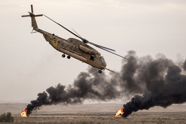 An Israeli Sikorsky CH-53K helicopter performs during an air show at the graduation ceremony of Israeli air force pilots at the Hatzerim Israeli Air Force base in the Negev desert, near the southern Israeli city of Beer Sheva, on December 27, 2017. (Photo by Jack Guez/AFP Photo)