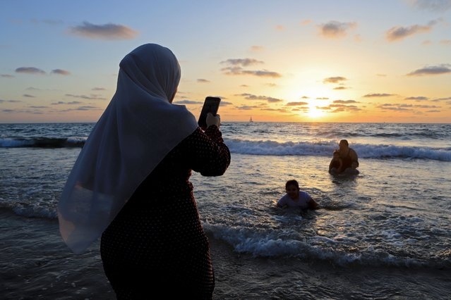 Israelis celebrating the end of the Moslem holy month of Ramadan enjoy the sunset at the beach as corona-virus restrictions are relaxed on May 27, 2020 in Tel Aviv, Israel. Bars and cafes, swimming pools, amusement parks and other venues to reopen after new Covid-19 diagnoses continue to decline. About 16,800 people in Israel have tested positive for the corona-virus and 281 people have died. (Photo by David Silverman/Getty Images)