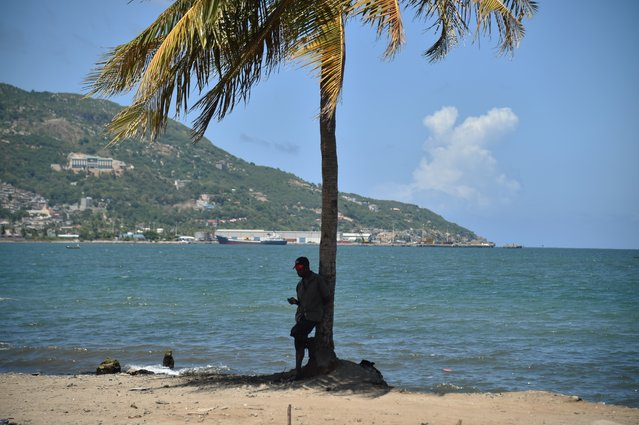 A man checks his cellphone next to the sea in Cap-Haitien, on September 6, 2017, 240 km from Port-au-Prince. Inhabitants of Shada, a poor riverside community in Cap-Haitien, were surprised to learn that a massive, potentially catastrophic hurricane was headed their way. They are in mortal danger from Irma, but nobody had bothered to warn them. (Photo by Hector Retamal/AFP Photo)
