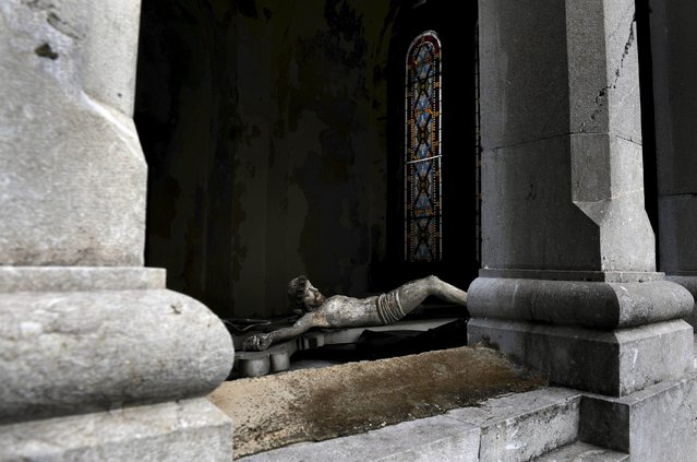 The interior of a crypt is seen at the municipal cemetery of La Carriona in Aviles, northern Spain, October 29, 2015. (Photo by Eloy Alonso/Reuters)