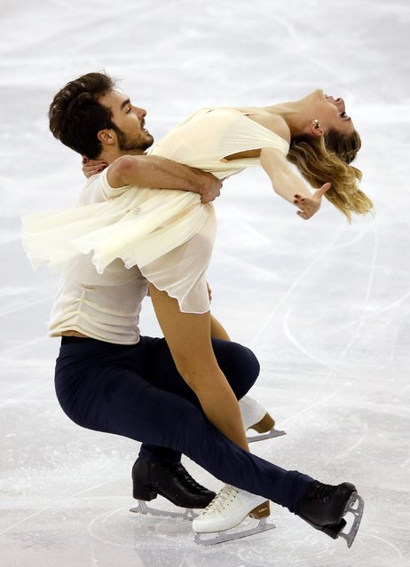 Gabriella Papadakis and Guillaume Cizeron of France perform during the ice dance skating event at the ISU Grand Prix of Figure Skating final in Barcelona December 13, 2014. (Photo by Albert Gea/Reuters)